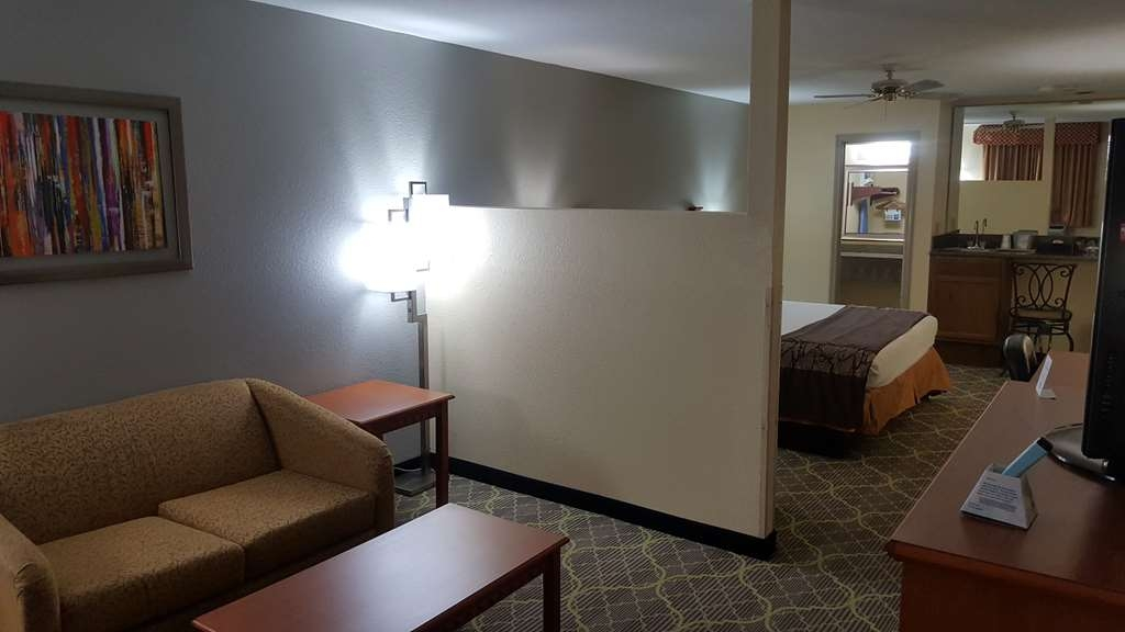 Best Western Jacksonville Inn - Our king suite rooms offer additional amenities including a sofabed.