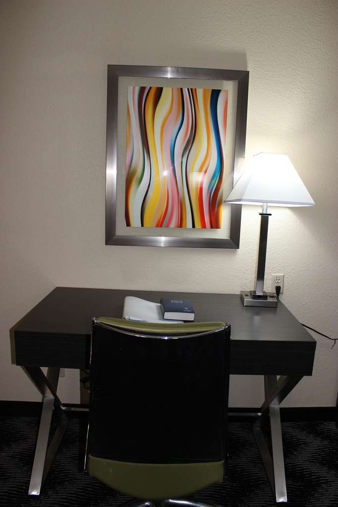 Best Western Jacksonville Inn - Use the work desk in the room and stay productive.