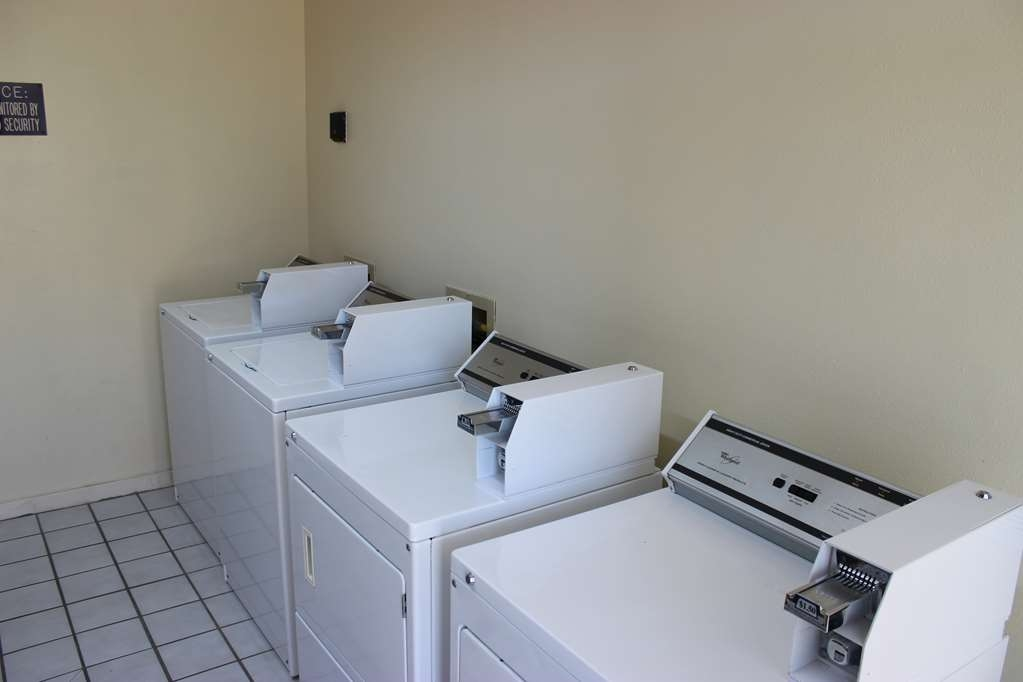Best Western Jacksonville Inn - Don't travel without cleaning your clothes stop by our onsite laundry facility.
