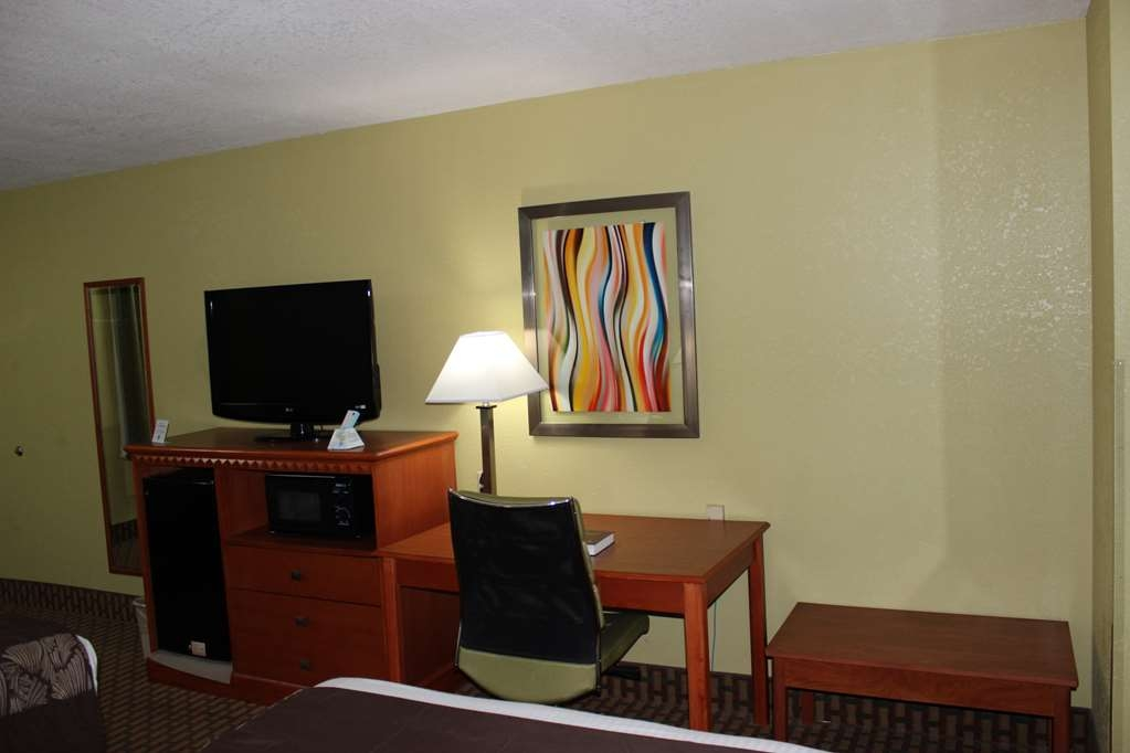 Best Western Jacksonville Inn - Catch up on emails while using our work desk equipped in all of our rooms.