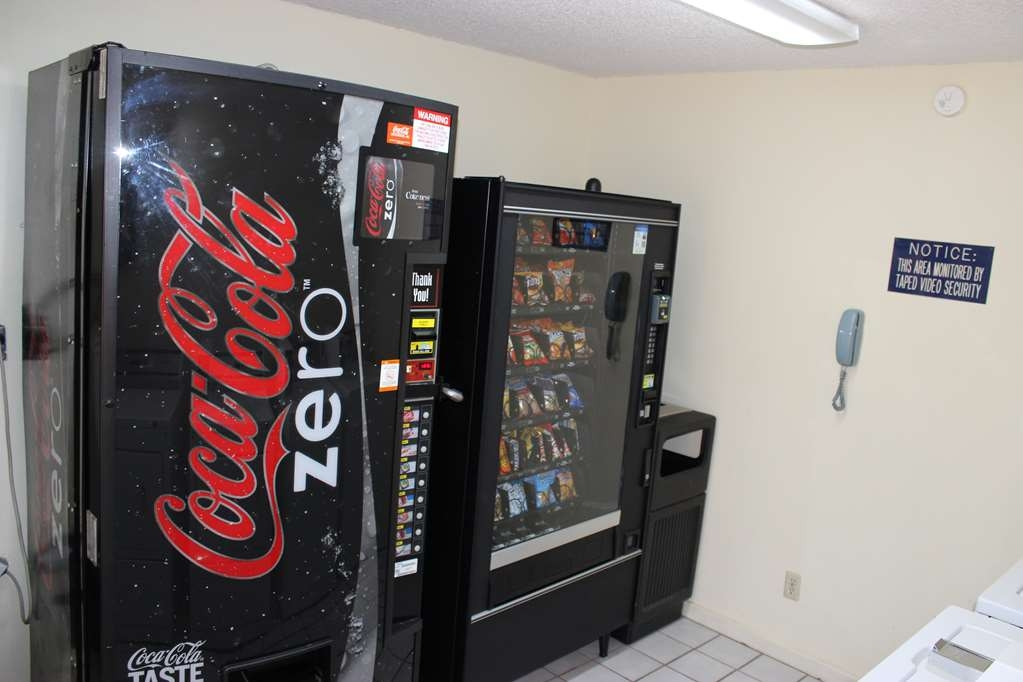 Best Western Jacksonville Inn - Need a late night snack? Stop by our convenient vending machine.