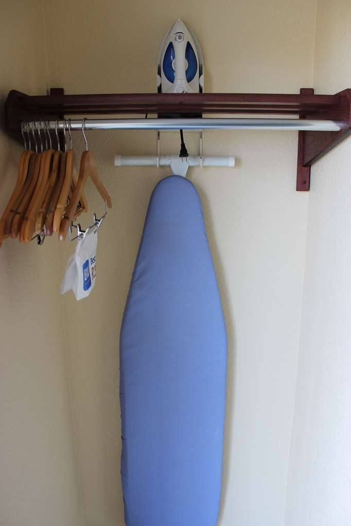 Best Western Jacksonville Inn - All of our rooms feature additional amenities such as an iron and ironing board.