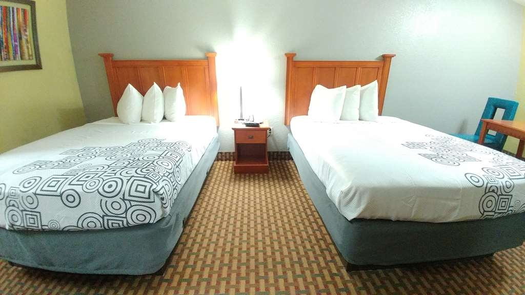 Best Western Jacksonville Inn - Spend a night in our newly renovated 2 double bedroom.