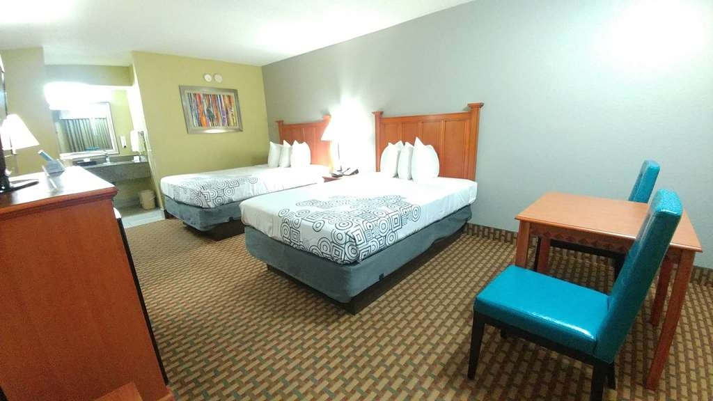 Best Western Jacksonville Inn - For some quiet time with the family book our 2 double bedroom upstairs.