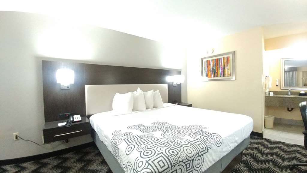 Best Western Jacksonville Inn - Sink into our comfortable beds each night and wake up feeling completely refreshed.