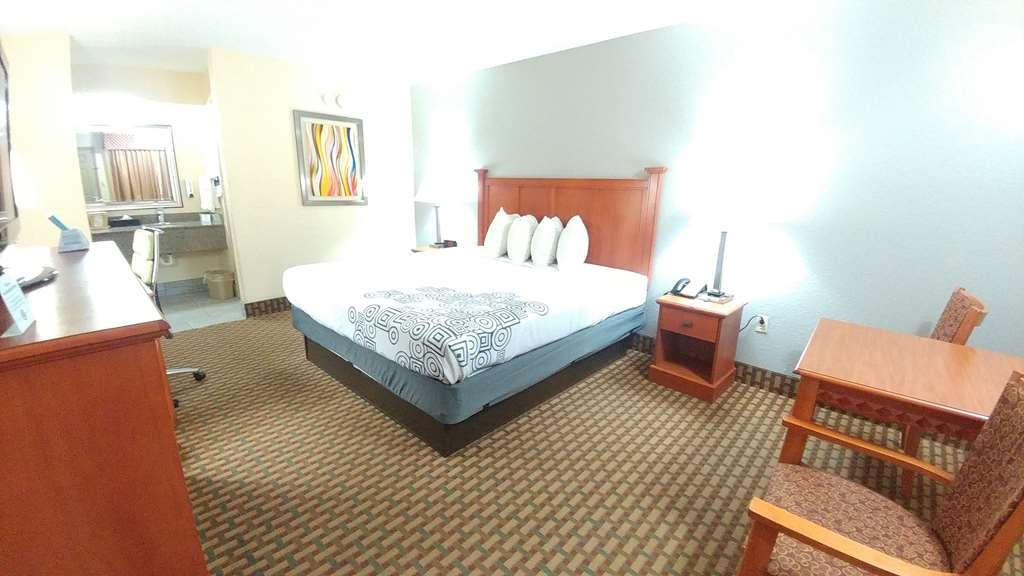 Best Western Jacksonville Inn - king bed upstairs