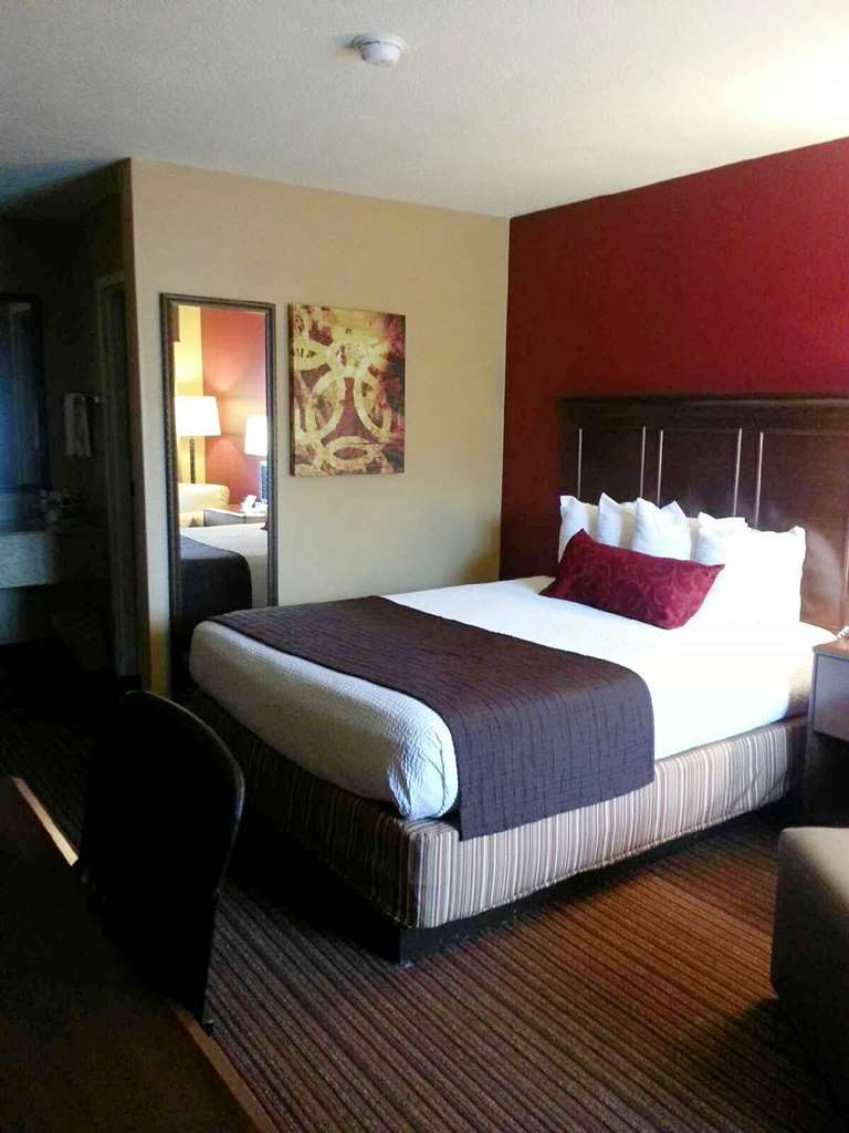 Best Western Inn - Your comfort is our first priority. In our queen room, you will find that and much more.
