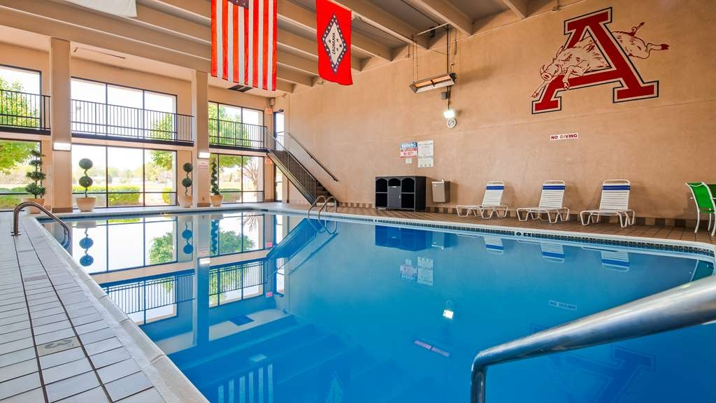 Best Western Windsor Suites - Vue de la piscine