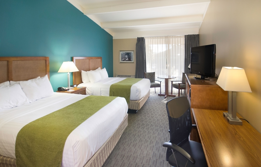 Best Western Charleston Inn - Sink into our comfortable beds each night and wake up feeling completely refreshed.