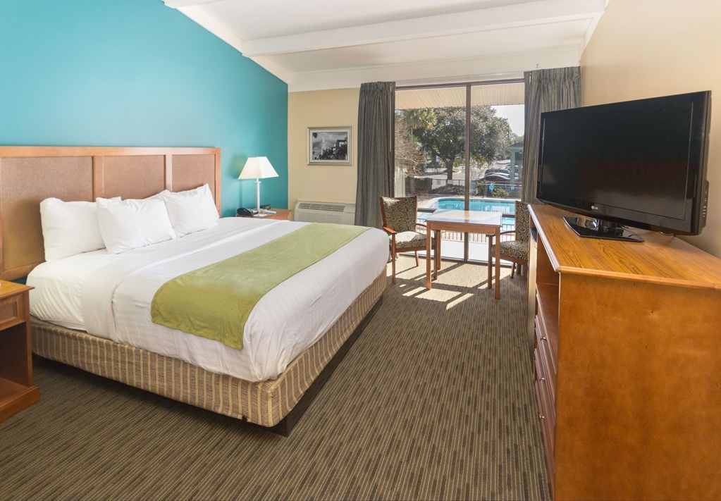 Best Western Charleston Inn - This Pool View King guest room is perfect for a layover, extended stay or weekend getaway.