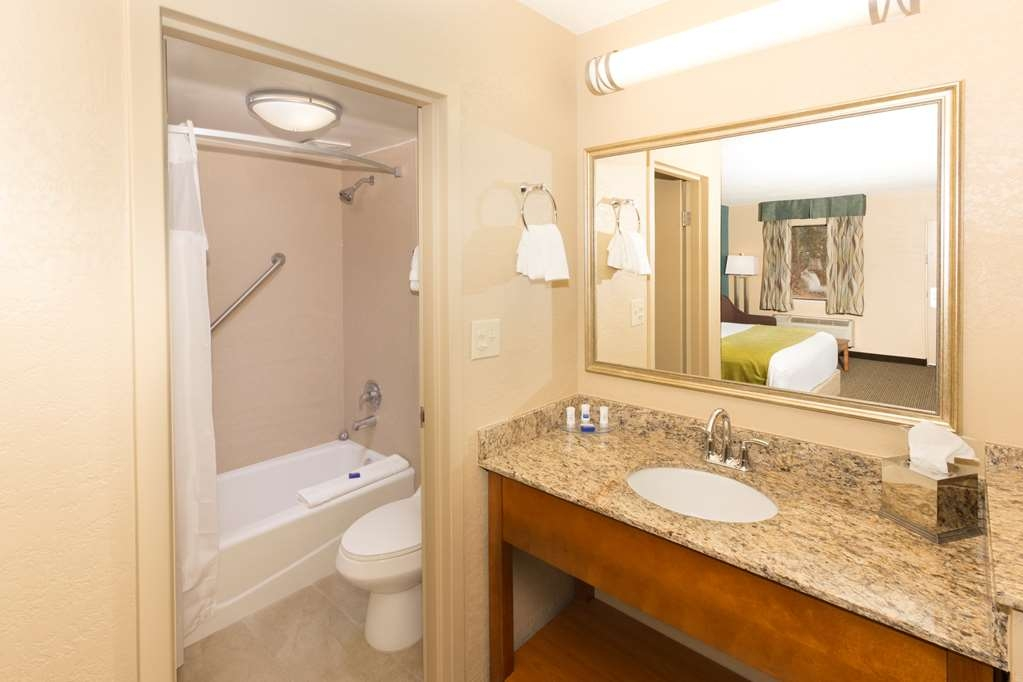 Best Western Charleston Inn - Clean bathrooms compliment our comfortable and cozy rooms at the Best Western® Charleston Inn.