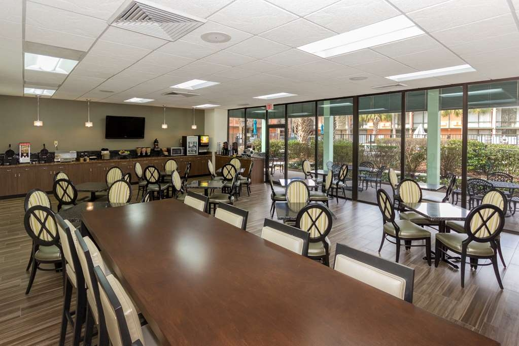 Best Western Charleston Inn - Enjoy the most important meal of the day in our spacious breakfast area.
