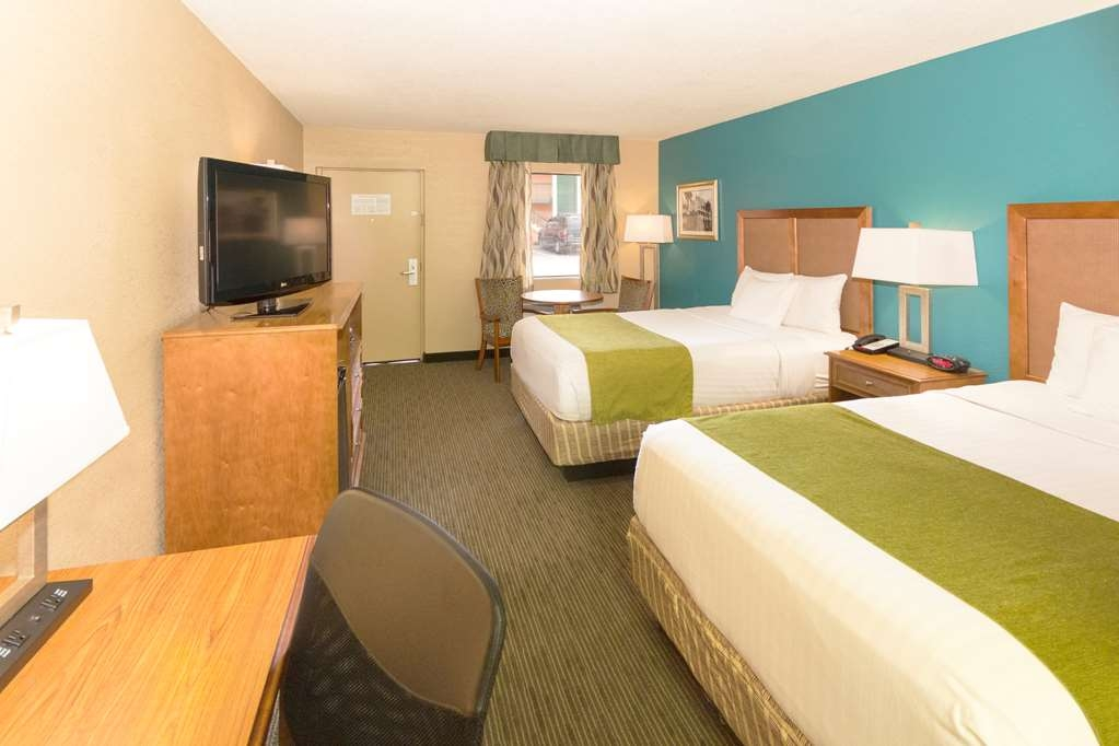 Best Western Charleston Inn - Make yourself at home in our Two Double guest room.