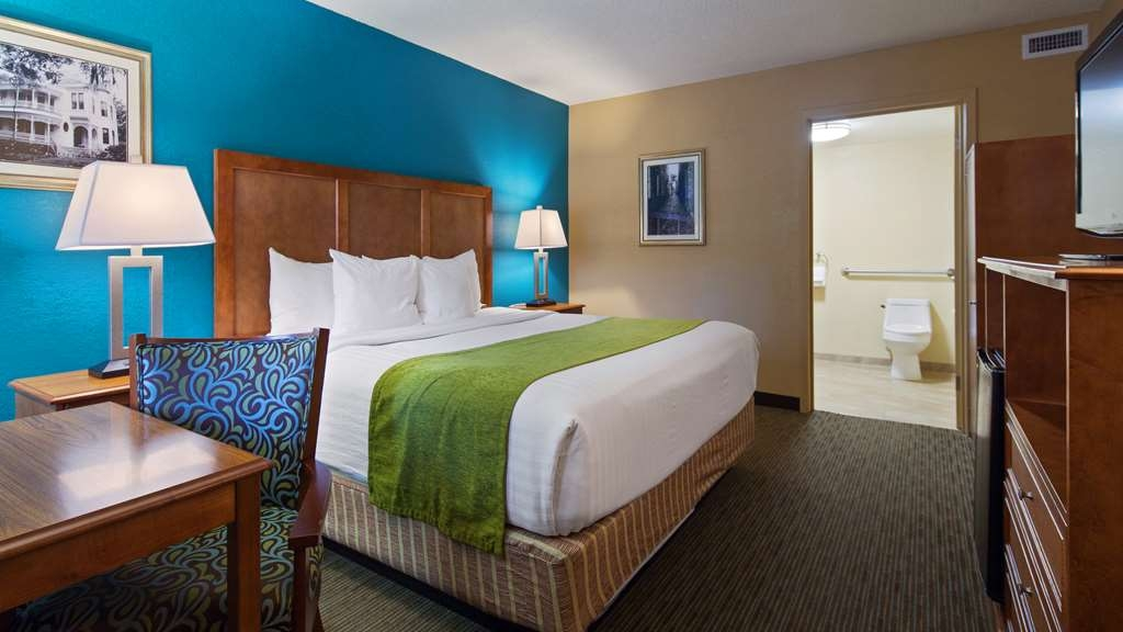 Best Western Charleston Inn - Our mobility accessible rooms feature a king size bed and an extra large bathroom.