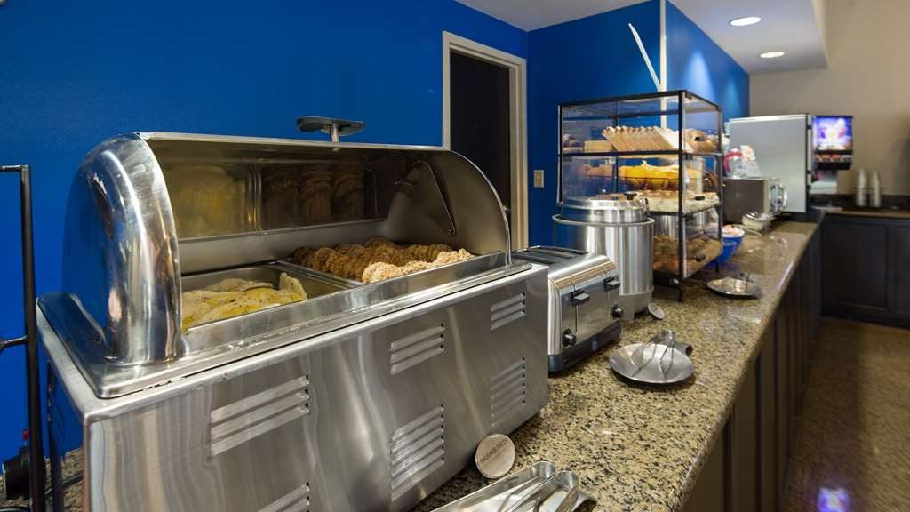 Best Western Of Walterboro - We have an wonderful combinations of Hot & Cold Items on our Bar!