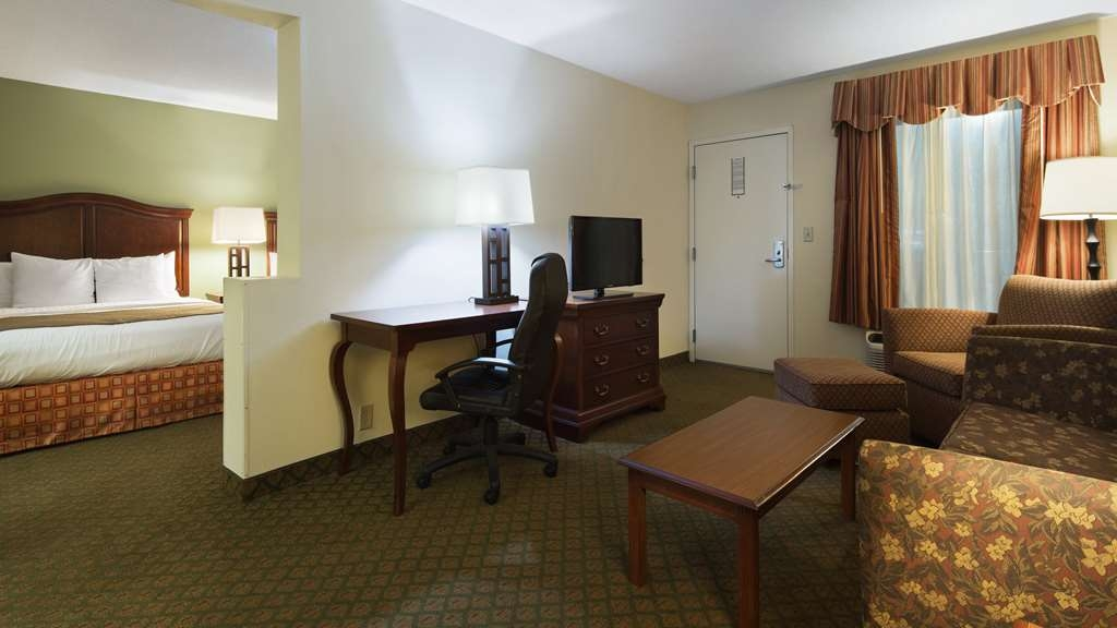 Best Western Of Walterboro - 2 Queen Beds Suite Living Room