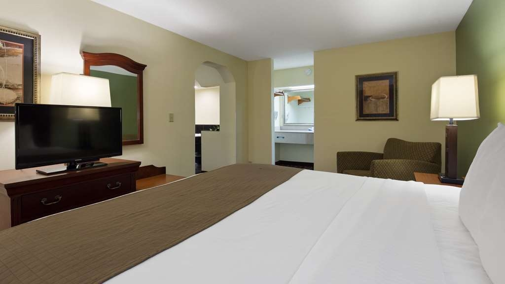 Best Western Of Walterboro - King Whirlpool Suite