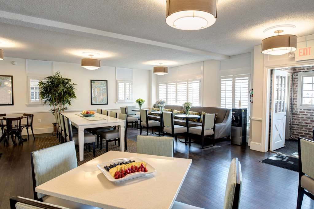 Best Western Sea Island Inn - Our continental breakfast includes your choice from a variety of breakfast favorites.