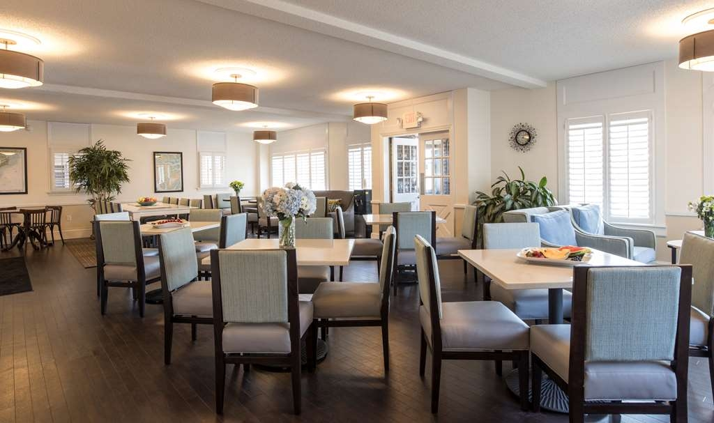 Best Western Sea Island Inn - Room By The Bay - Enjoy breakfast in beautifully decorated private room overlooking the Beaufort River.