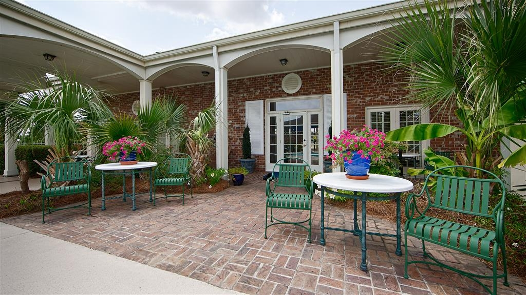 Best Western Plus Santee Inn - Come and enjoy the patio offering a place to socialize with other guests or members of your party.