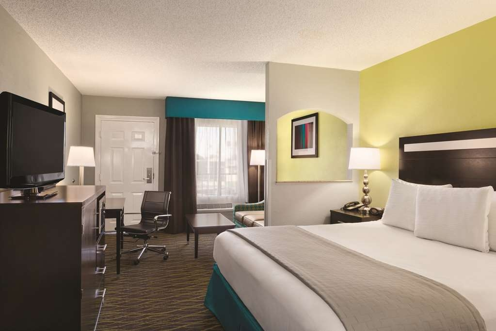 Best Western Inn - This king guest room is perfect for a layover, extended stay or weekend getaway