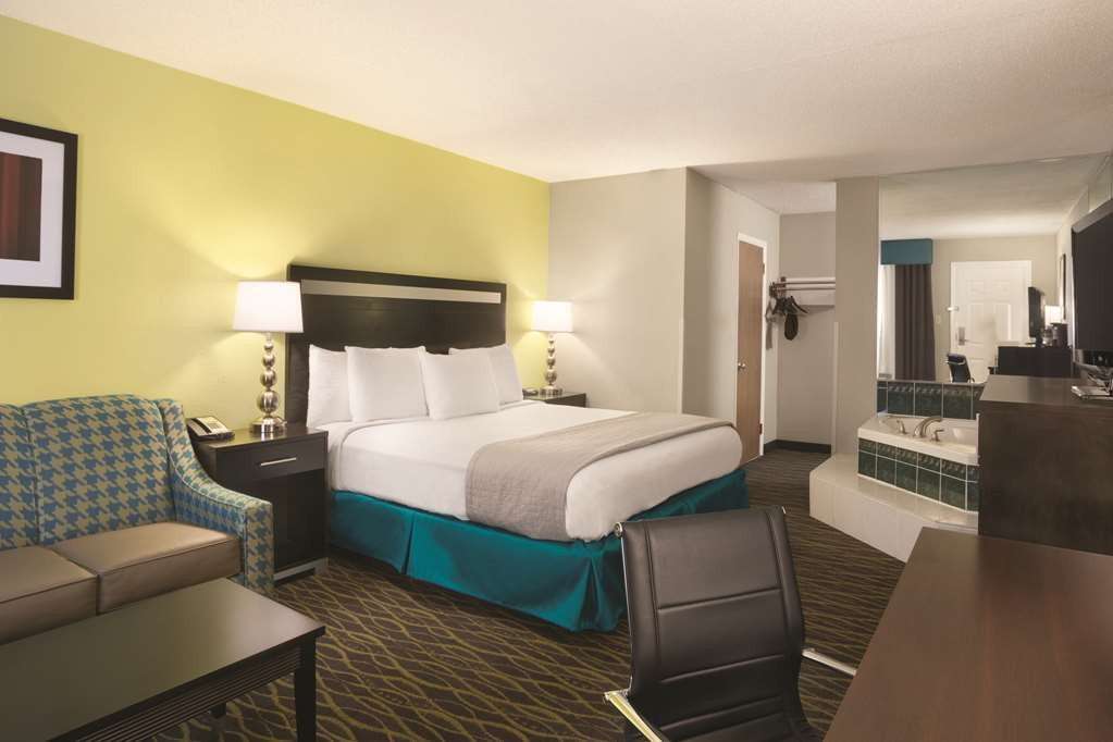 Best Western Inn - This guest room has one king bed and a Jacuzzi® Tub.