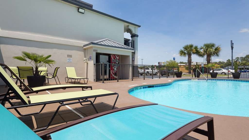 Best Western Inn - Come enjoy our salt-water pool!
