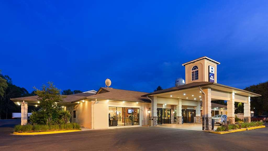 Best Western Point South - Conveniently located & easy access from I95 and US 17.