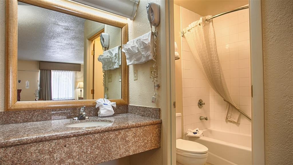 Best Western Point South - Guest Bathroom