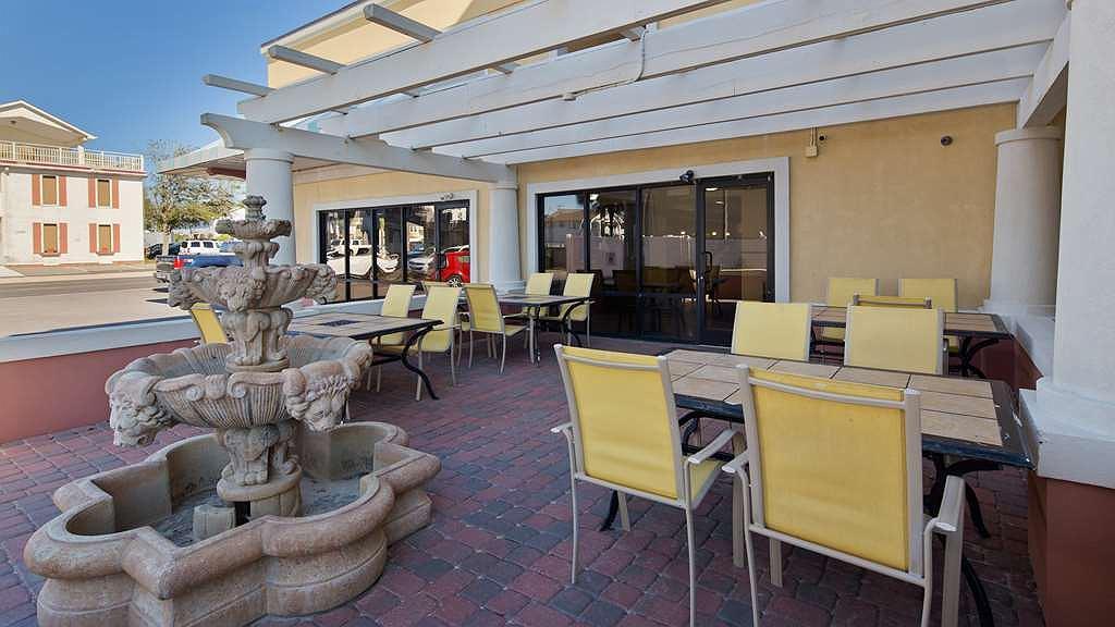 Best Western Ocean Sands Beach Resort - Exterior sitting area
