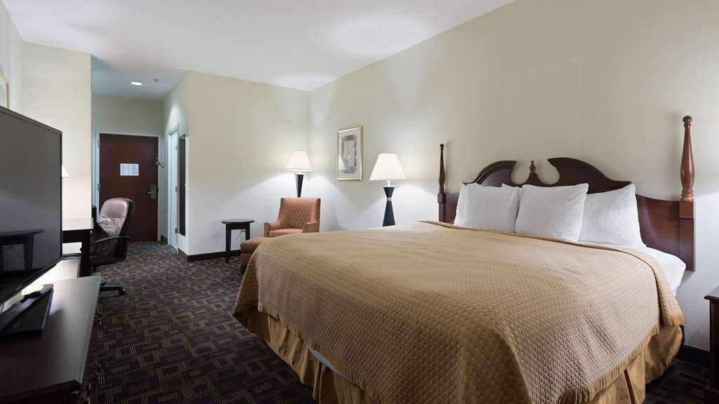 Best Western Carowinds - Feel at home with our spacious Kind size beds