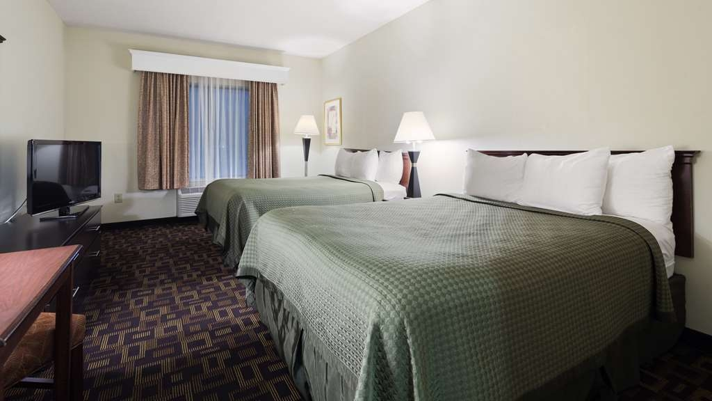 Best Western Carowinds - Our comfy Queen rooms suitable for you and your family