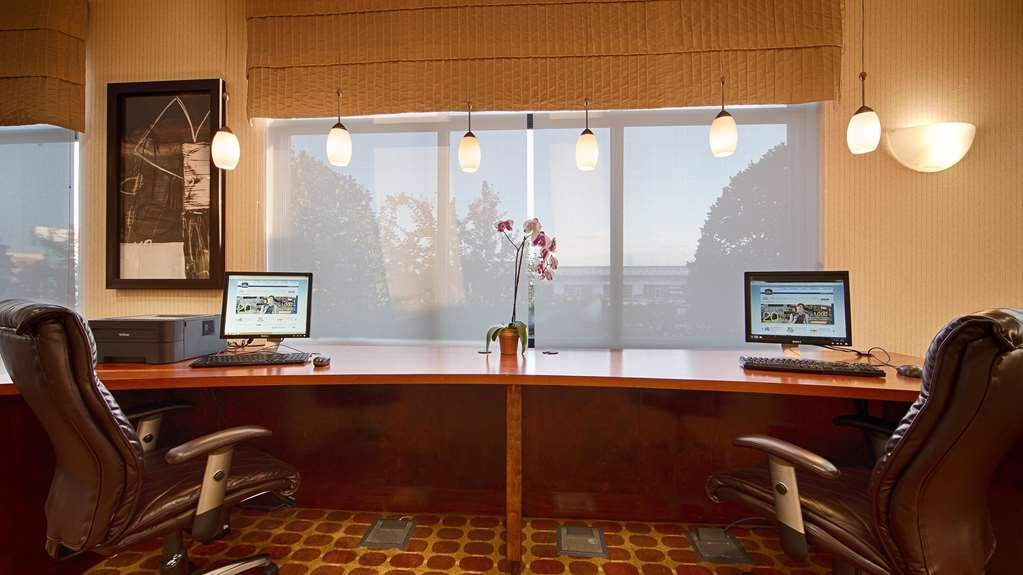 Best Western Plus Castlerock Inn & Suites - Stay productive during your time away from home in our business center.