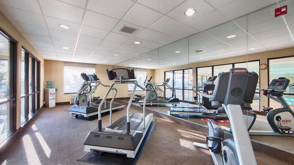 Best Western Plus Castlerock Inn & Suites - Fit a workout into your busy day during your stay with the convenience of our 24-hour fitness center.