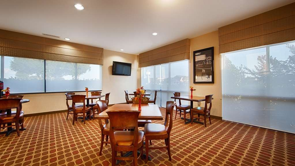 Best Western Plus Castlerock Inn & Suites - Desayuno Buffet