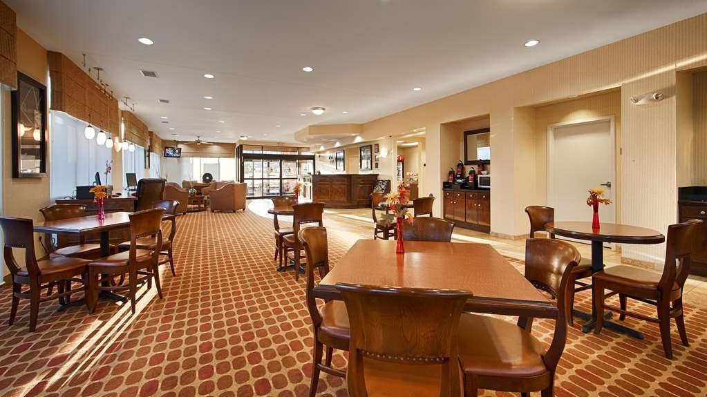Best Western Plus Castlerock Inn & Suites - Rise and shine with a complimentary breakfast every morning.