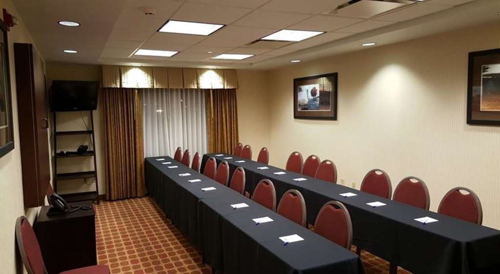 Best Western Plus Castlerock Inn & Suites - Our meeting room is the perfect place to have your next business meeting!