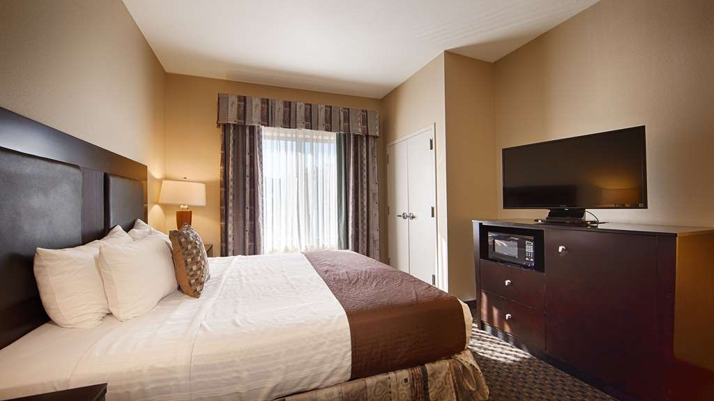 Best Western Plus Castlerock Inn & Suites - We offer a variety of king rooms from standard to mobility accessible.