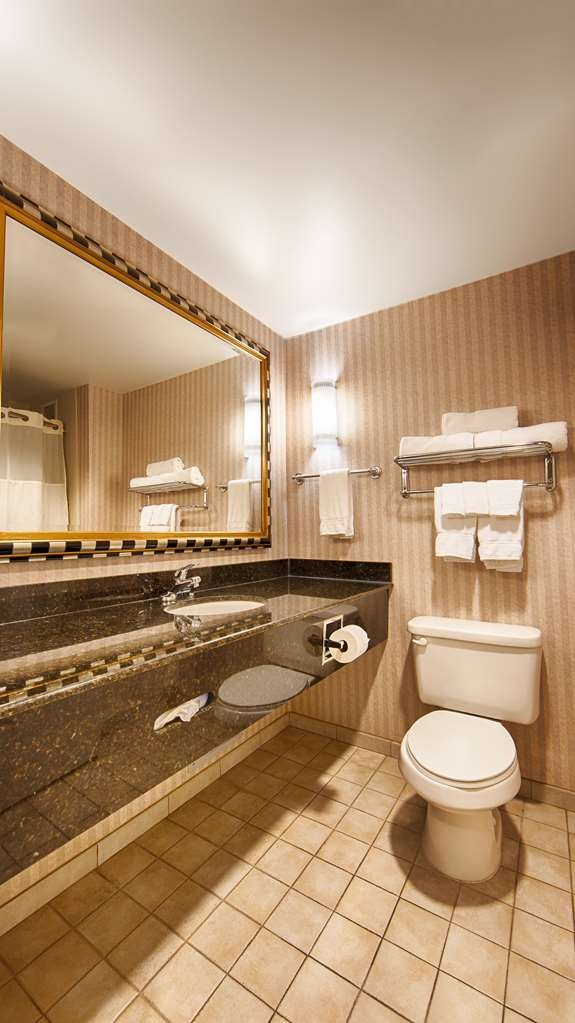Best Western Plus Castlerock Inn & Suites - Enjoy getting ready for the day in our fully equipped guest bathrooms.