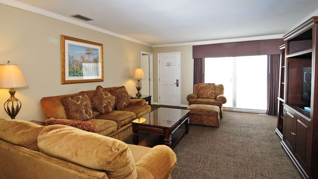 Best Western Plus Grand Strand Inn & Suites - In addition to the single serve coffee maker (with coffee and condiments), microwave, stove, refrigerator, and freezer with ice maker.