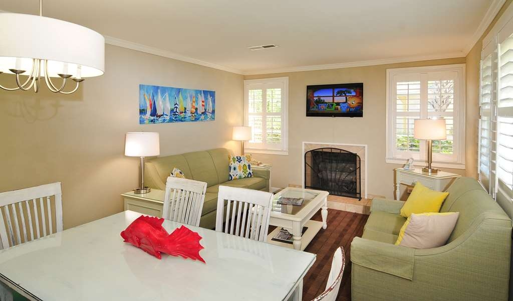 Best Western Plus Grand Strand Inn & Suites - Three Bedroom Cottage's Dining Room.