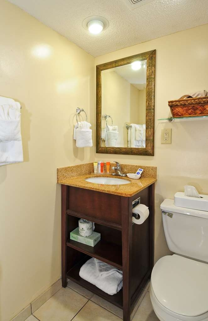 Best Western Plus Grand Strand Inn & Suites - One Bedroom Cottage Bathroom