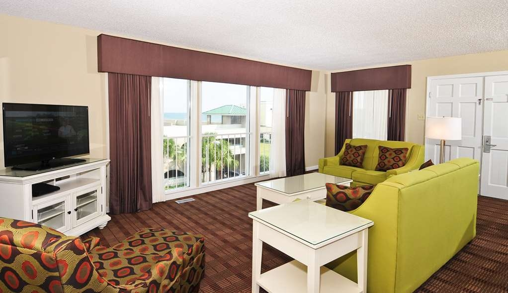 Best Western Plus Grand Strand Inn & Suites - Three Bedroom Cottage Living Room