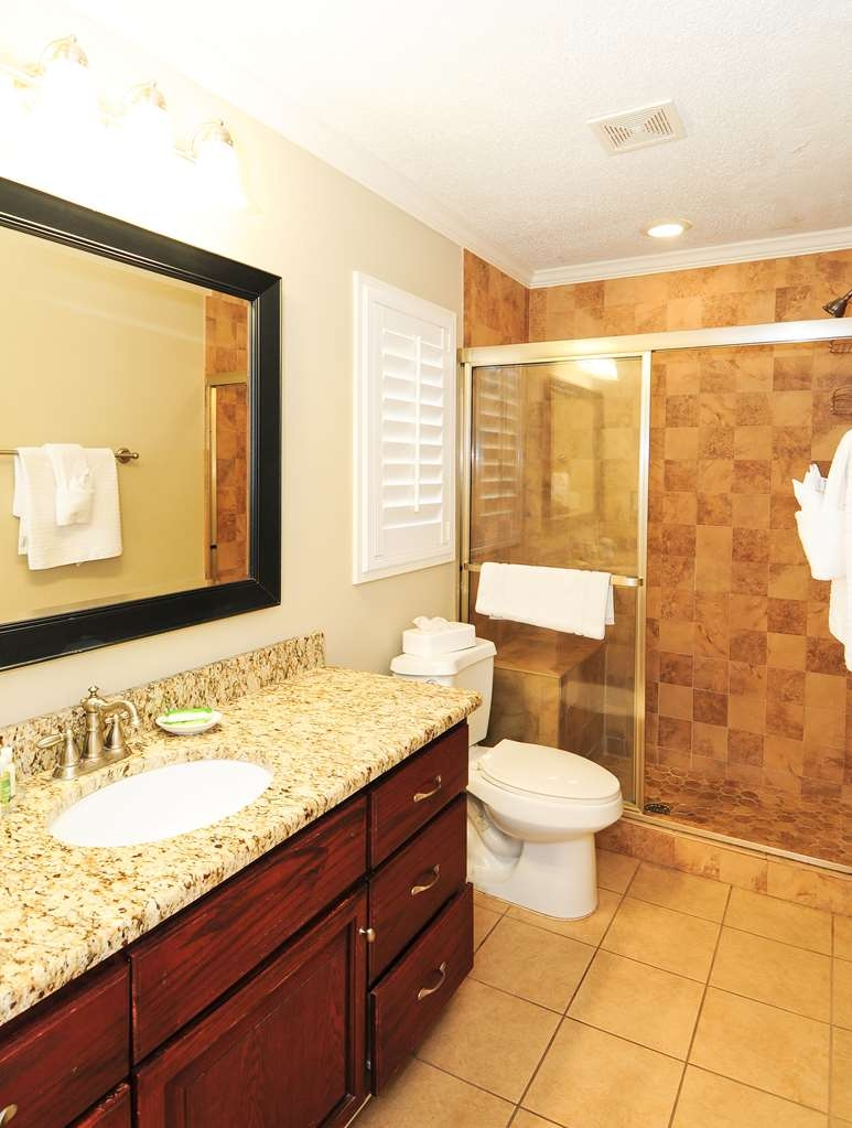 Best Western Plus Grand Strand Inn & Suites - Oceanview Penthouse Guest Bathroom