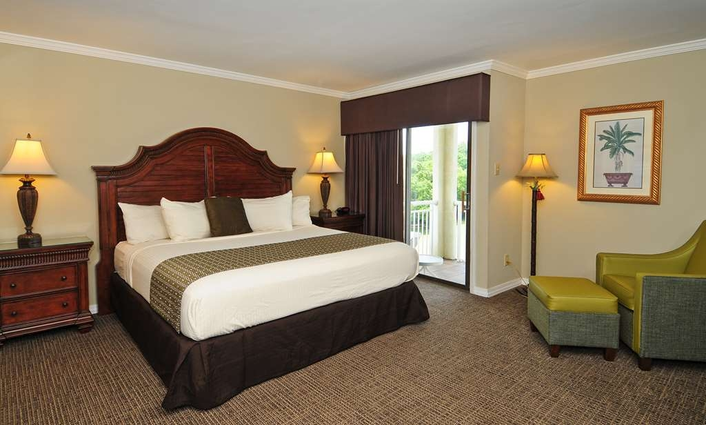 Best Western Plus Grand Strand Inn & Suites - Three bedroom penthouse, second of two queen guest bedrooms.