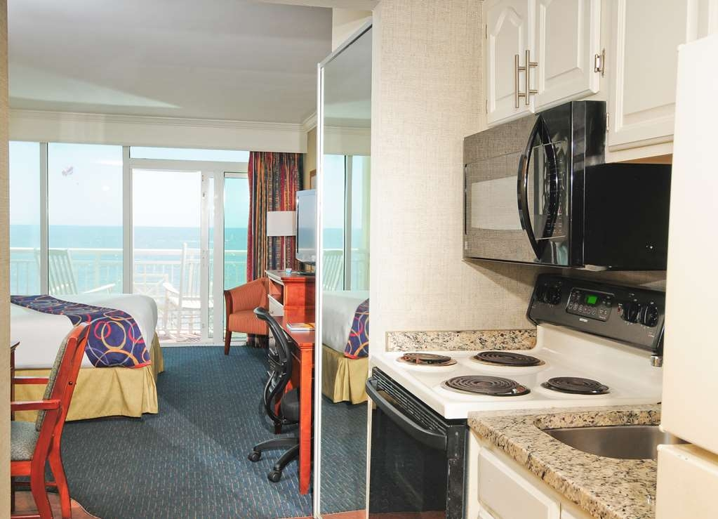 Best Western Plus Grand Strand Inn & Suites - Guest room kitchenette area