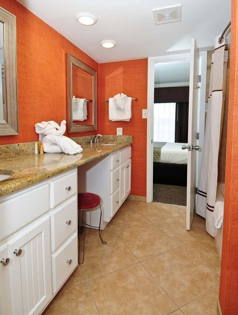 Best Western Plus Grand Strand Inn & Suites - Guest Bathroom