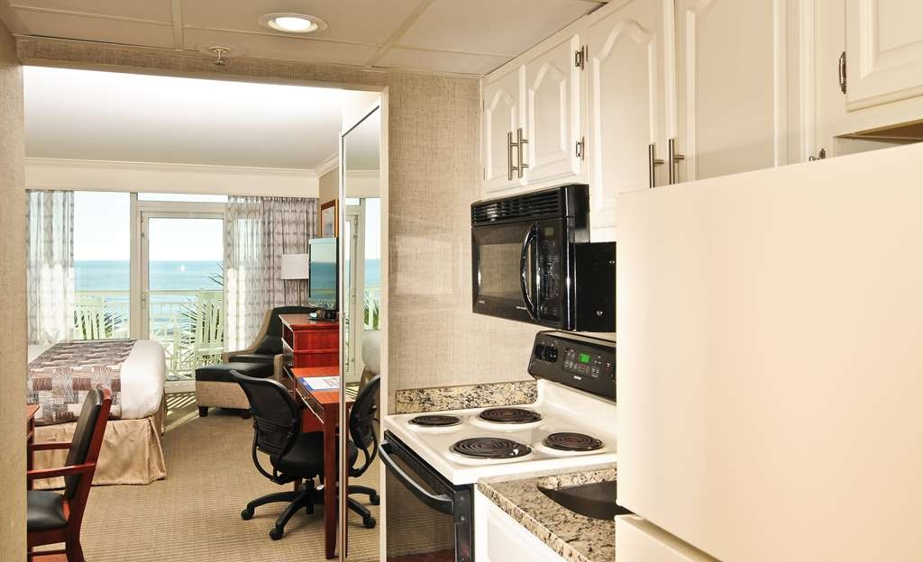Best Western Plus Grand Strand Inn & Suites - Ocean Front Double Room Efficiency Kitchenette