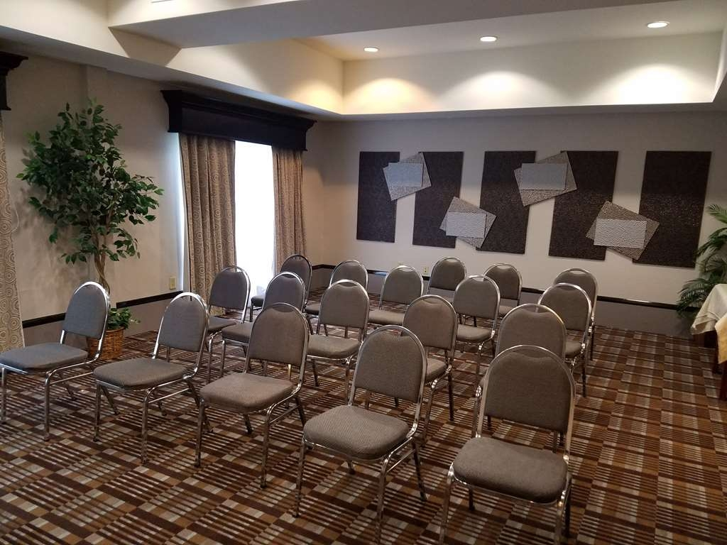 Best Western Magnolia Inn and Suites - Allow our professional staff to take care of you and your party in our meeting room.