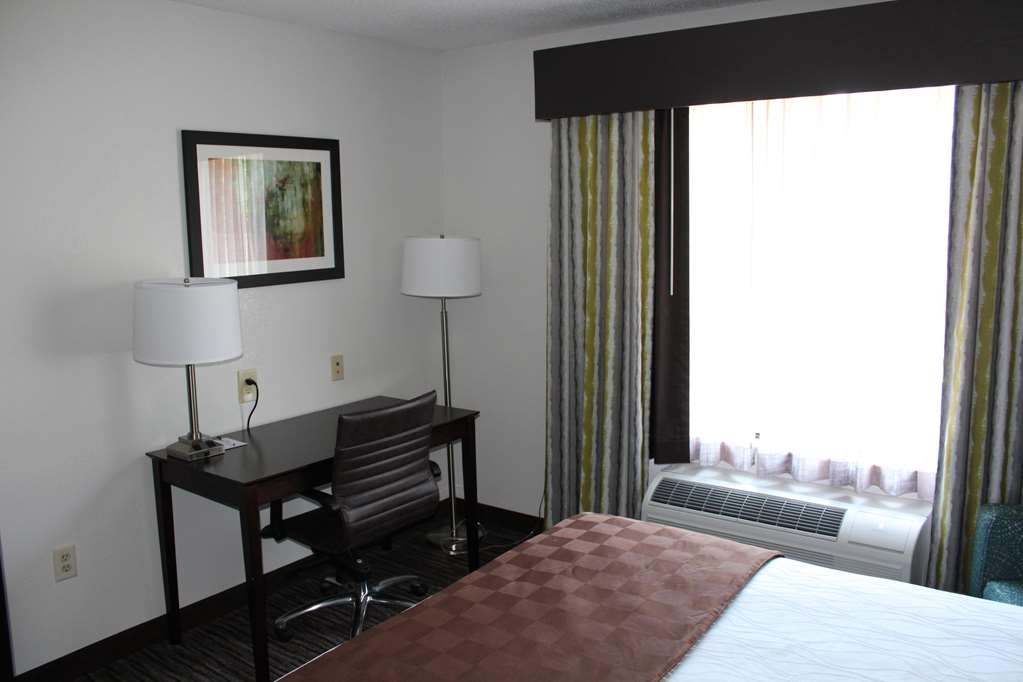 Best Western Magnolia Inn and Suites - Stretch out in our Single Queen Guest Room.